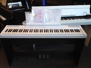 YAMAHA DIGITAL PIANO FLOOR MODEL P-125