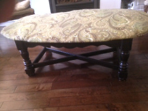 Bench/ upholstered coffee table