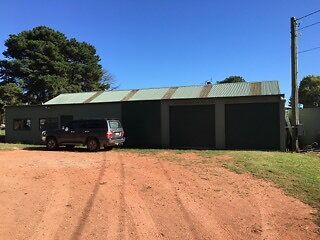 Storage - Secure shed on acreage. 45.5m2/Bay 1 avail)  SAVE $$