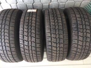 4 pneus d'hiver à l'état neuf