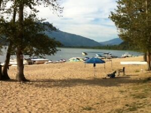 5th Wheel on Shuswap Lake