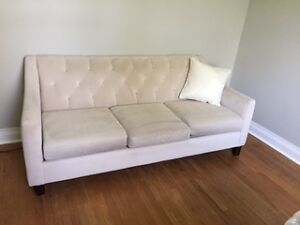 BEAUTIFUL OFF-WHITE TUFTED COUCH