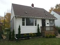 3 Bedroom House Eastside Updated Immediate $930+