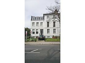 Large, airy, 1 double bed flat 5 minutes walk from West Brompton tube (SW6)