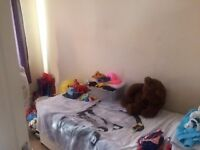 3 BEDROOM FLAT with large separate living room near CHADWELL HEATH STATION - RM6