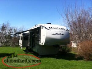 2012 Montana High Country 313 RE 5th Wheel,Rear Living