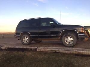 1995 GMC Yukon black SUV, Crossover