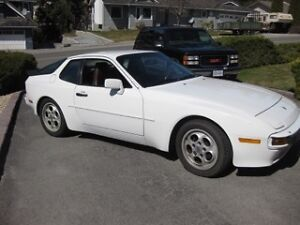 1987 Porsche 944 S Coupe (2 door)