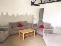 executive 1 bed apt fully furnished to high spec and all bills included 10 min walk to city centre