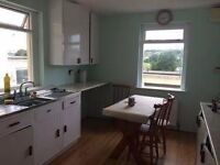 2 Nice Double bedrooms available in 4 Bedroom house Glen Park Avenue