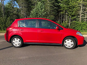 Red 2009 Nissan Versa 1,8S  Hatchback