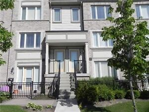 STUNNING townhouse in heart of Mississauga