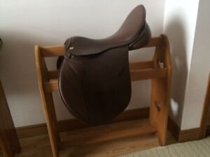A  17.5' English Thornhill, wide all purpose leather saddle