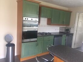 Complete kitchen/appliances/bathroom/shower/bedroom& dining furniture ALL IN CLEAN 100% useable cond