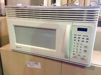 Microwave with built in exhaust fan