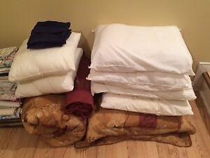 Literie - oreillers, duvet, draps et rideau de douche