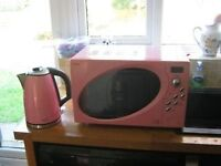 Pink Microwave and Kettle set, ideal for going off to University.