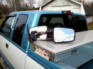 Extendable truck mirrors