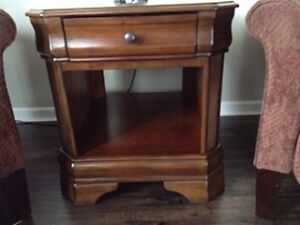 2 BEAUTIFUL END TABLES FOR SALE