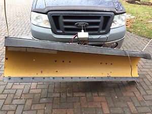 Hydraulic plow for 1/2 ton truck