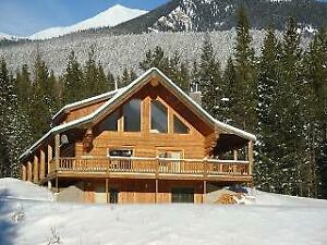 Valemount Vacation Rental - Cozy Log Cabin - Very Private