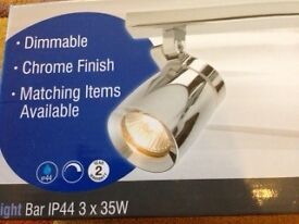 Bathroom-safe light fitting - triple spotlight