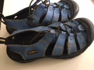 Keen Sandals - Ladies size 6 OR Youth size 4.5 (Blue)
