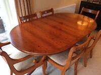 Yew extendable Dining table and 6 chairs -seats 4 or 6. Ideal for Xmas easily seats 8.
