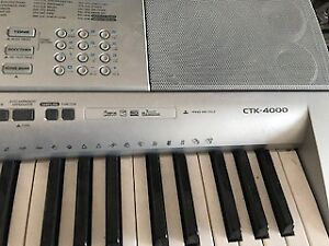 Casio CT-4000 Keyboard with stand. Nice unit!