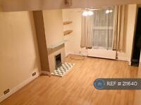 2 bedroom house in Mead Road, Gravesend, DA11 (2 bed)