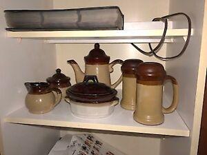 Ensemble en céramique : salière, poivrière, beurrier, ect...