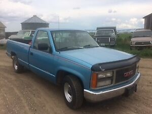 Super clean 1993 GMC Sierra C1500, V6, 5 speed.