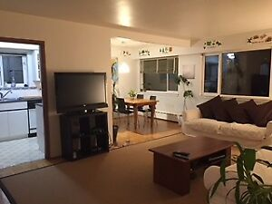 $1100 / 950ft2 - 1 private room and bath- excellent location