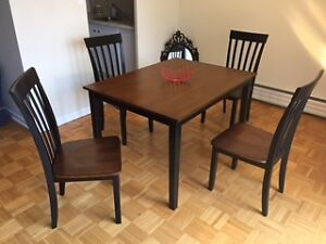 Contemporary Beautiful Near New Dining Set