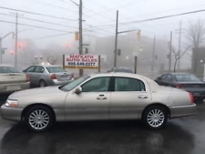 **2003 Lincoln Town Car Signature**  Leather Sunroof