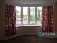 3 bedroom house in Carr Manor Drive, Leeds, LS17 (3 bed)