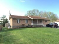 1600 SQ.FT. BUNGALOW ON ST LAWRENCE IN S.LANCASTER