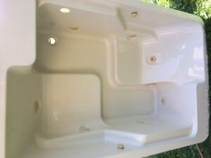 Whirlpool tub for sale - barely used
