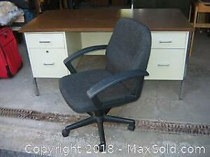 Vintage Metal Desk and Chair B