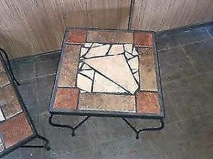 Table de salon avec decu en céramique 100$