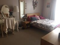 Harbourside double room with en suite and parking