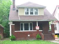 4 BEDROOM HOUSE  W/LAUNDRY NEAR THE UNIVERSITY $1200 plus
