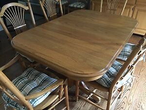 MENNONITE HANDMADE SOLID OAK DINING TABLE / 8 CHAIRS/ CABINET
