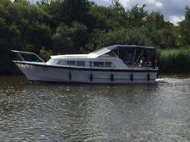 1982 Alpha 31ft 4 Berth river cruiser