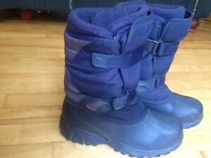 Excellent condition Acton boys boots 6