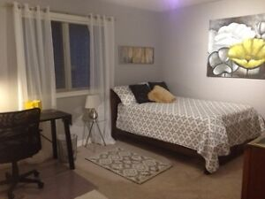 Oakville*Room*15 min Shrdan MAY-AUG or Sep-Apr2018,co-op welcome