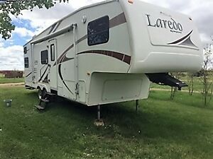 2005 Keystone Laredo 29BH Fifth Wheel