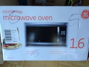 GE COUNTERTOP MICROWAVE OVEN IN PERFECT ! CONDITION