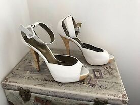 WHITE HEELED SANDALS / SHOES SIZE 6