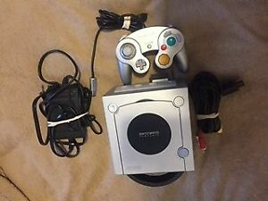 GAME CUBE Blanche+1manette+filage complet=70$